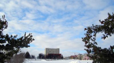 01/08:オホブラ百貨店の事務所から見た北見工大