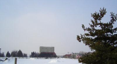 02/26:オホブラ百貨店の事務所から見た北見工大