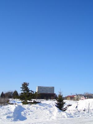 03/04:オホブラ百貨店の事務所駐車場より北見工大方面をみた景色