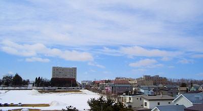03/26:オホブラ百貨店の事務所の屋上から見た北見工大