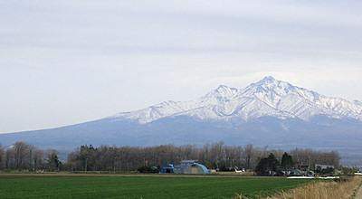 05/08:斜里町から見た斜里岳