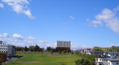 05/14:オホブラ百貨店の事務所の屋上から見た北見工大方面