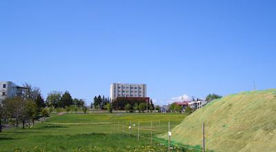 05/20:オホブラ百貨店の事務所の駐車場から見た北見工大方面