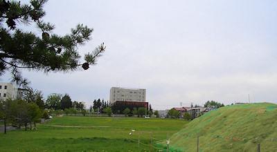 05/22:オホブラ百貨店の事務所の駐車場から見た北見工大方面