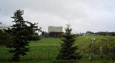 05/26:オホブラ百貨店の事務所の駐車場から見た北見工大方面