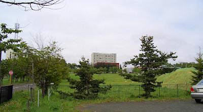 05/29:オホブラ百貨店の事務所の駐車場から見た北見工大方面