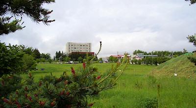06/12:オホブラ百貨店の事務所の駐車場から見た北見工大方面
