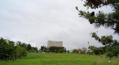 06/15:オホブラ百貨店の事務所の駐車場から見た北見工大方面