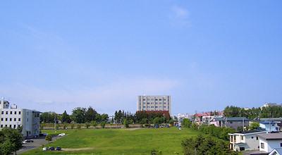 06/19:オホブラ百貨店の事務所の屋上から見た北見工大方面