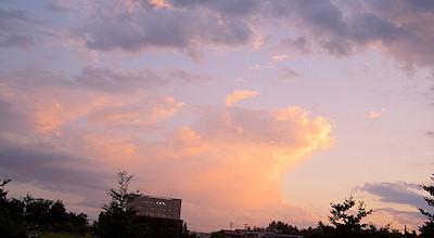 06/25:オホブラ百貨店の事務所駐車場から見た夕景