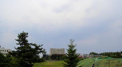 06/30:オホブラ百貨店の事務所の駐車場から見た北見工大方面