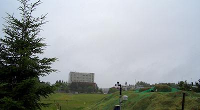 07/01:オホブラ百貨店の事務所の駐車場から見た北見工大方面