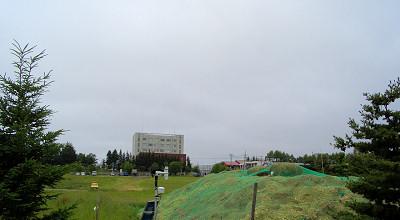 07/03:オホブラ百貨店の事務所の駐車場から見た北見工大方面