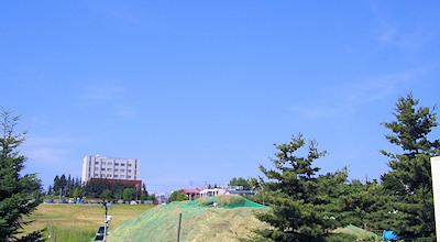 07/0:オホブラ百貨店の事務所の駐車場から見た景色