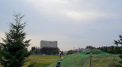 07/08:オホブラ百貨店の事務所の駐車場から見た景色