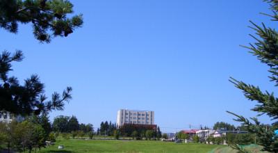 08/10:オホブラ百貨店の事務所駐車場から見た景色