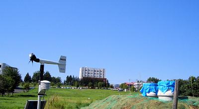 08/11:オホブラ百貨店の事務所駐車場から見た景色