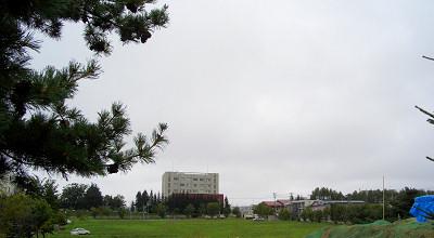 08/12:オホブラ百貨店の事務所駐車場から見た景色