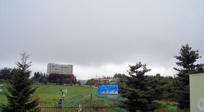 08/18:オホブラ百貨店の事務所駐車場から見た景色
