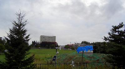 08/19:オホブラ百貨店の事務所駐車場から見た景色
