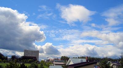08/24:オホブラ百貨店の事務所会議室から見た景色