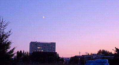08/25:オホブラ百貨店の事務所駐車場から見た夕方の景色