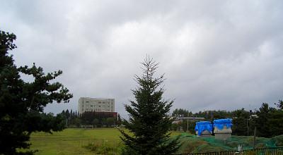 08/28:オホブラ百貨店の事務所駐車場から見た景色