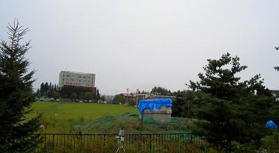 09/01:オホブラ百貨店の事務所駐車場から見た景色