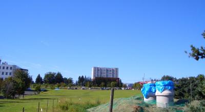 09/03:オホブラ百貨店の事務所駐車場から見た景色