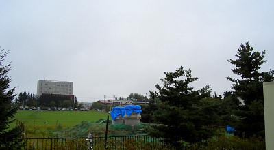 09/08:オホブラ百貨店の事務所駐車場から見た景色