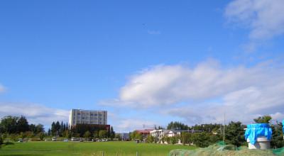 09/11:オホブラ百貨店の事務所駐車場から見た景色