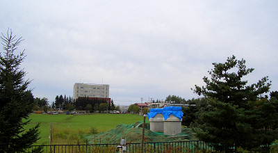 09/15:オホブラ百貨店の事務所駐車場から見た景色