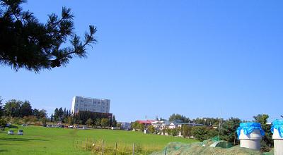 09/16:オホブラ百貨店の事務所駐車場から見た景色