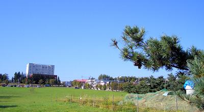 09/17:オホブラ百貨店の事務所駐車場から見た景色