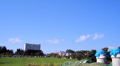 09/18:オホブラ百貨店の事務所駐車場から見た景色