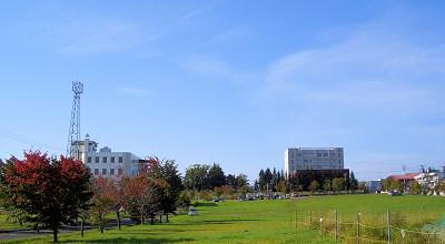 09/24:オホブラ百貨店の事務所駐車場から見た景色