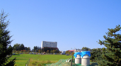 09/25:オホブラ百貨店の事務所駐車場から見た景色