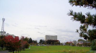 09/28:オホブラ百貨店の事務所駐車場から見た景色