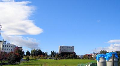 09/29:オホブラ百貨店の事務所駐車場から見た景色