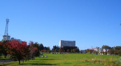09/30:オホブラ百貨店の事務所駐車場から見た景色