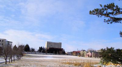 12/04:オホブラ百貨店の事務所駐車場から見た景色