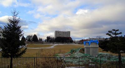 12/08:オホブラ百貨店の事務所駐車場から見た景色