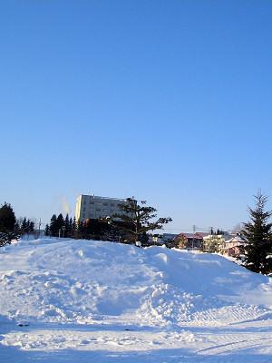 1/19:オホブラ百貨店の事務所駐車場から見た景色