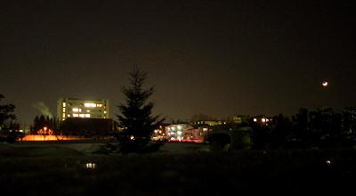 1/19:オホブラ百貨店の事務所駐車場からの夕景