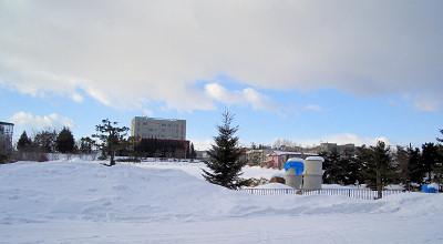 1/26:オホブラ百貨店の事務所駐車場から見た景色