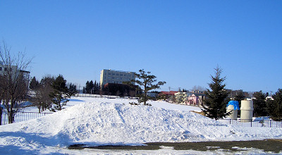 3/2:オホブラ百貨店の事務所駐車場から見た景色