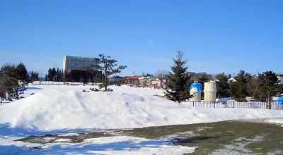 3/8:オホブラ百貨店の事務所駐車場から見た景色