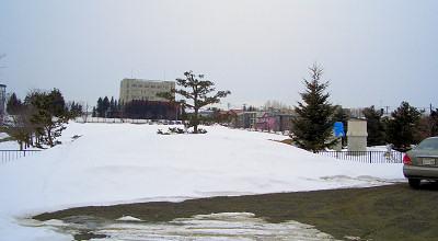 3/10:オホブラ百貨店の事務所駐車場から見た景色