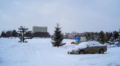3/11:オホブラ百貨店の事務所駐車場から見た景色