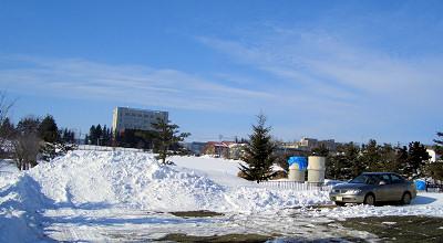 3/12:オホブラ百貨店の事務所駐車場から見た景色